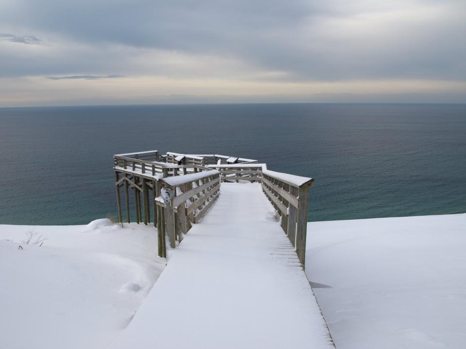 密歇根湖眺望平台在冬季