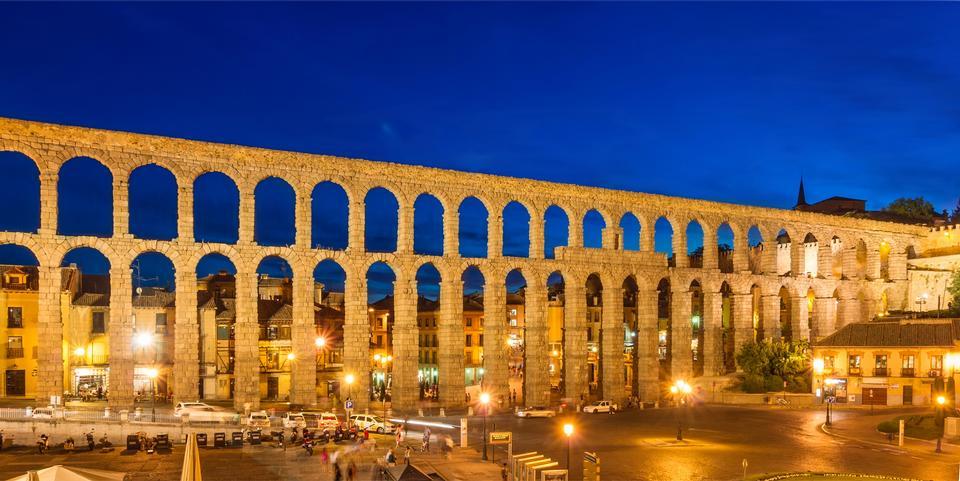 The roman aqueduct at dusk