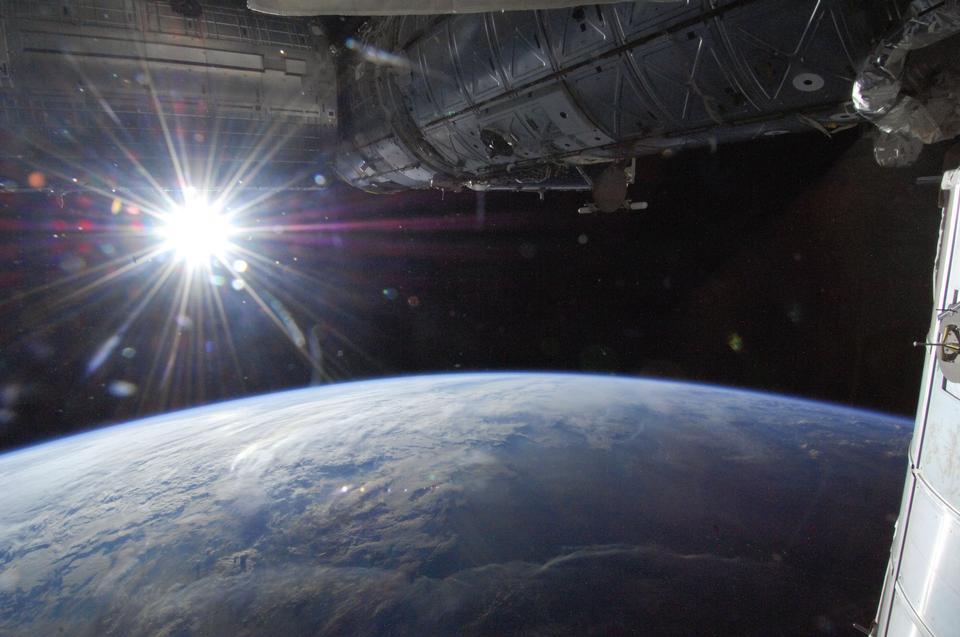 Horizon da Sun sobre a Terra