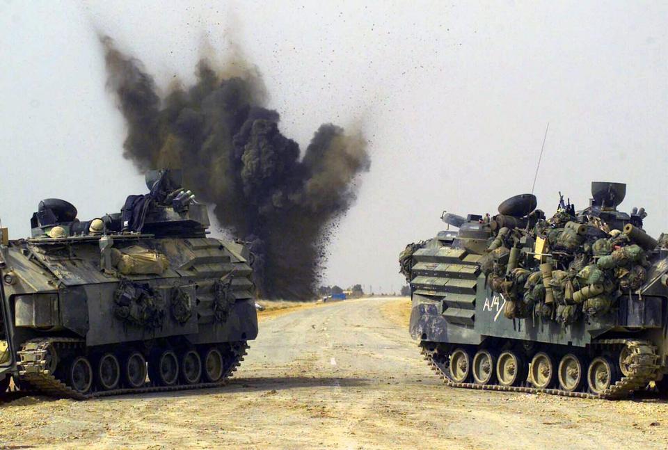 在黎明章伊拉克军用卡车