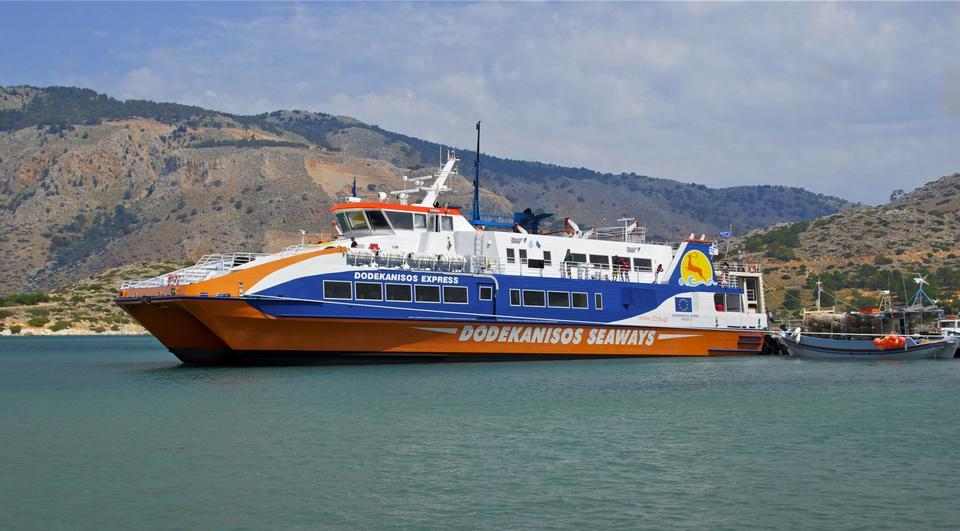 渡輪在Panormitis,西米島海港