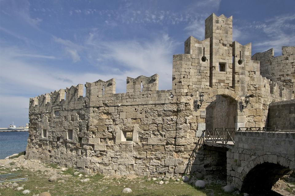 希腊。罗德。一个古代筑城搂着一对老城市