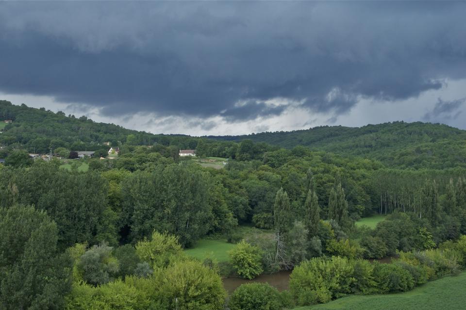 暴风雨天气法国Dordogne