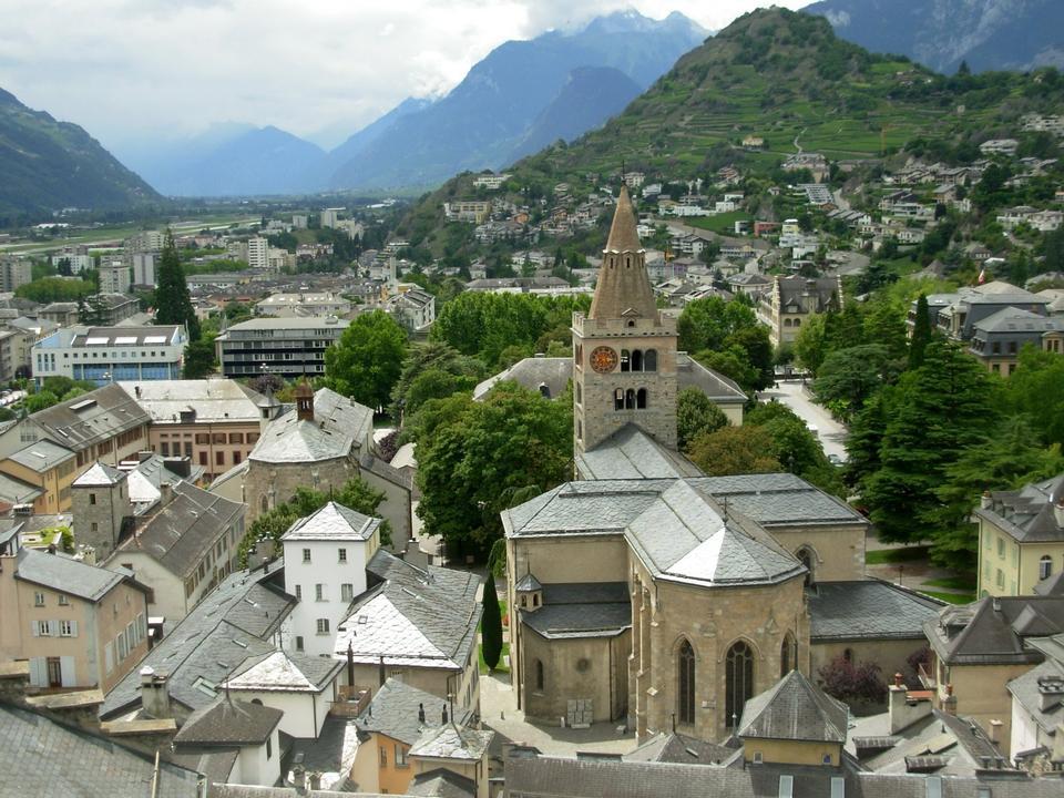 老城区和瑞士的锡永大教堂
