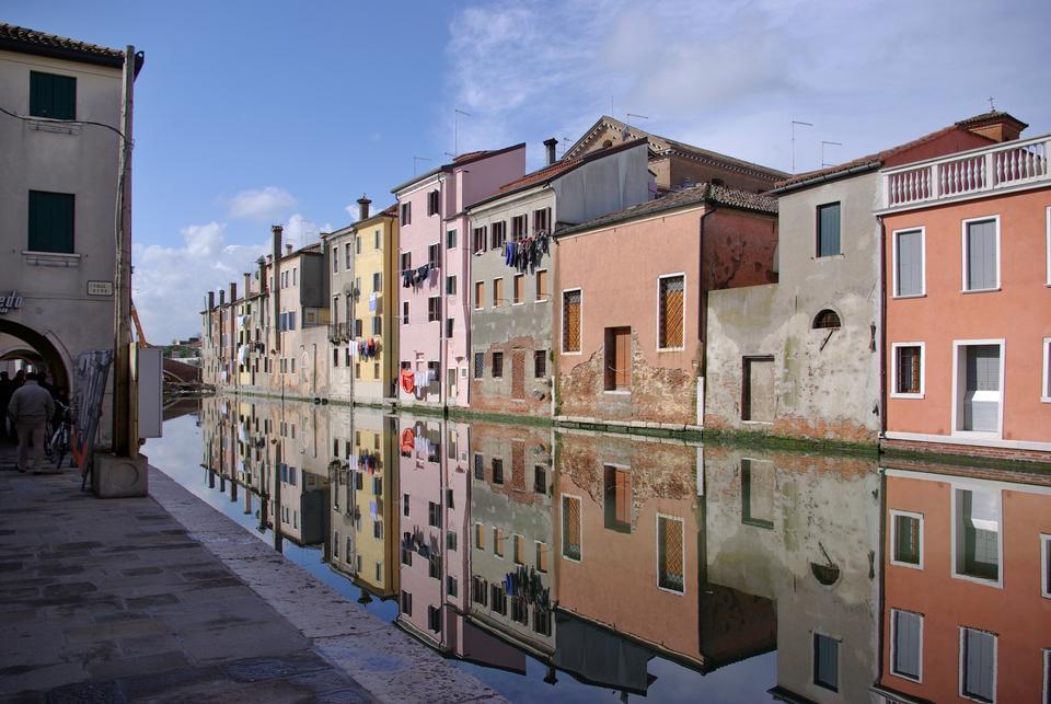 基奥贾威尼斯,随着反射运河典型的房子