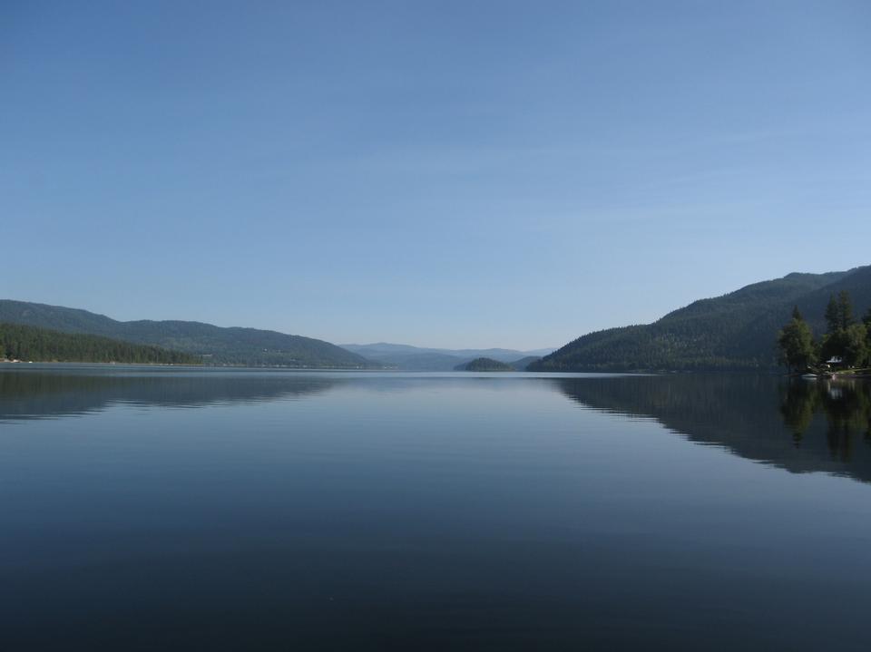 Canim湖,從湖的南側