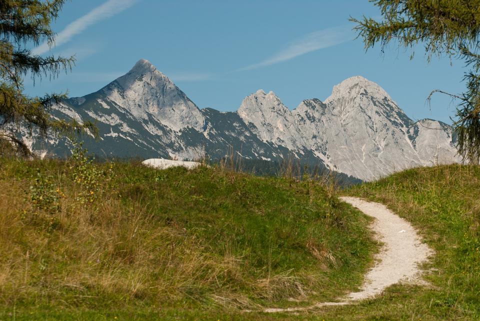 阿恩施皮茨山脈從洛伊塔附近Weidachsee