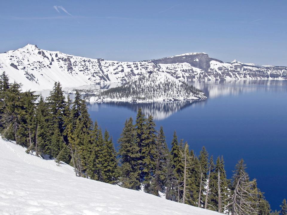 Winter-Szene an Crater Lake Vulkan