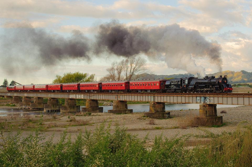 Treno che attraversa il fiume Otaki