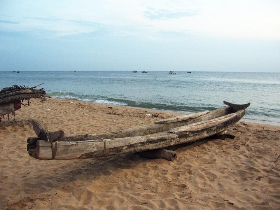 傳統Kattumaram在普利卡特湖在南印度