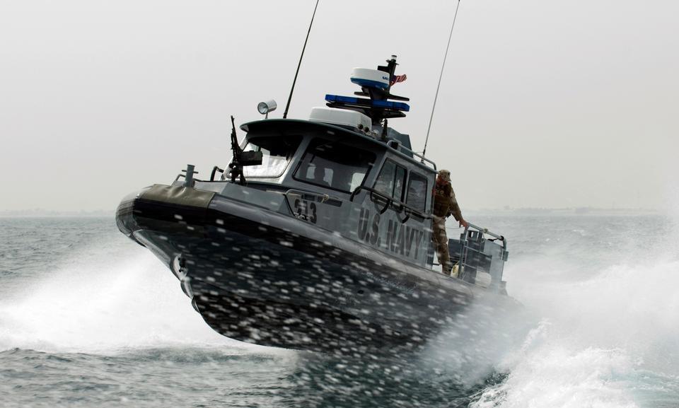 分配给Martime远征中队港口安全小船