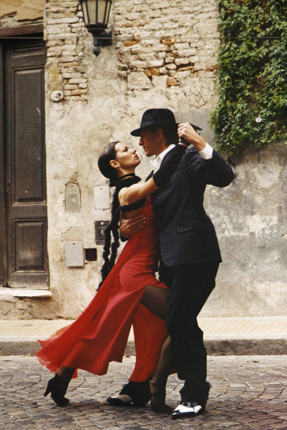 A man and a woman dancing argentinian tango