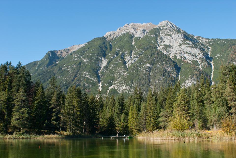 湖酵母和的Wetterstein山