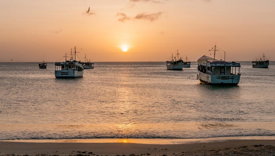 Залив острове Маргарита в время заката возле города Хуан Гриего