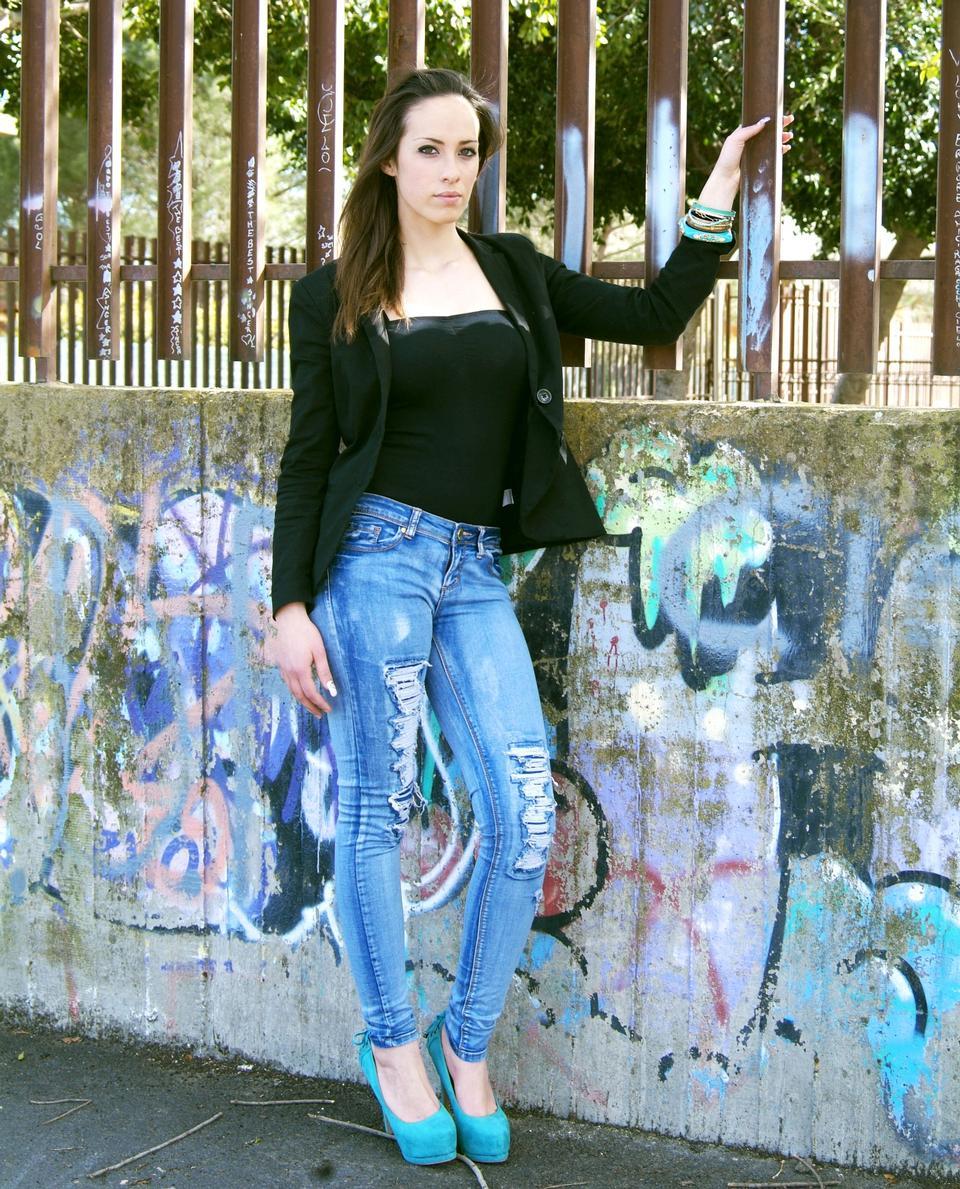 美しい女の子がファッションスタイルであり、glamur