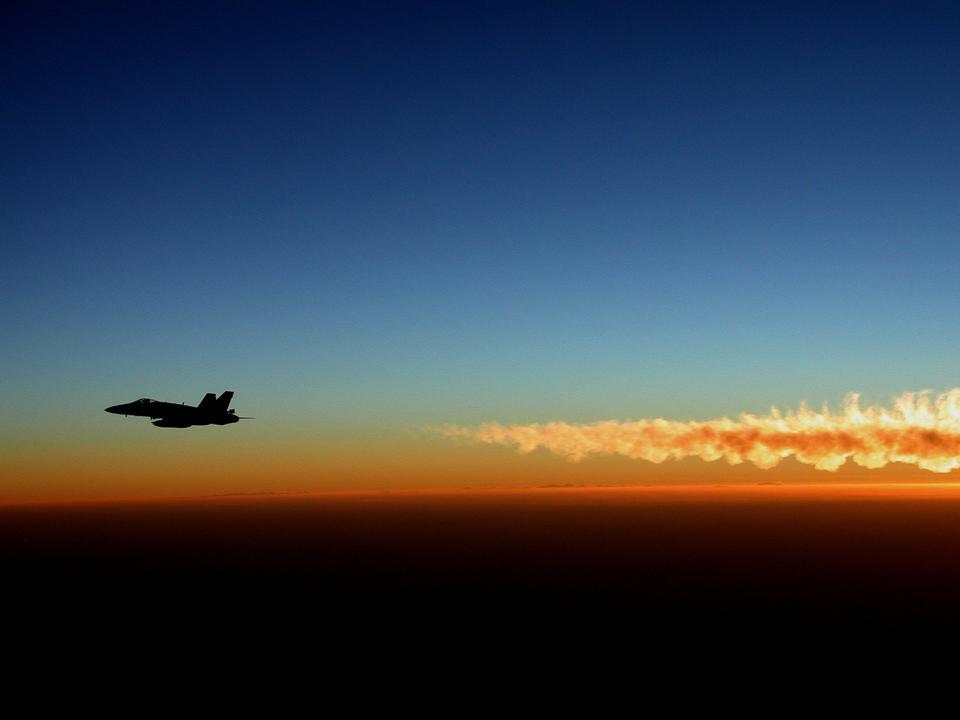 从喷气机废气的F / A-18大黄蜂热潮湿的空气
