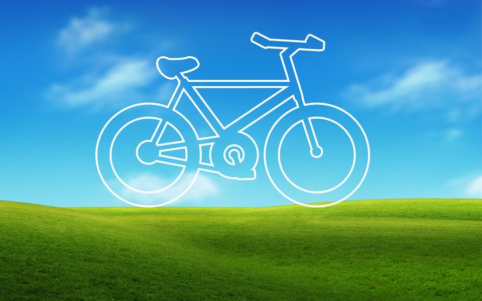 道路や空を背景に自転車