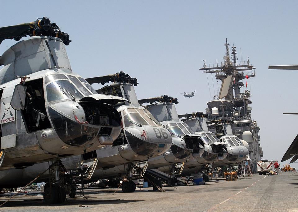 分配给蓝骑士CH-46海上骑士直升机