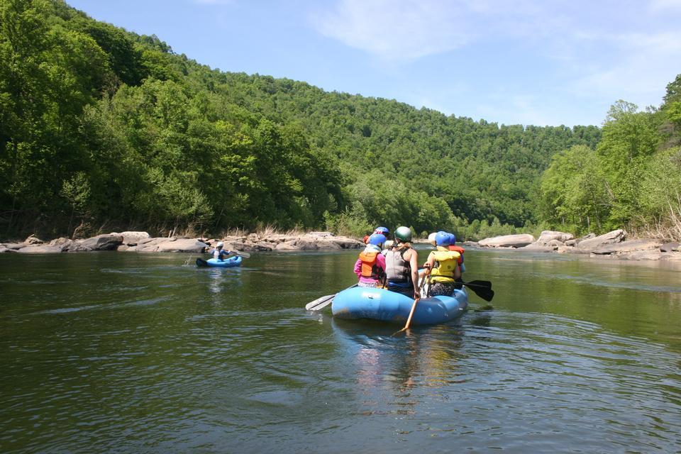 Рафтинг на порогах реки