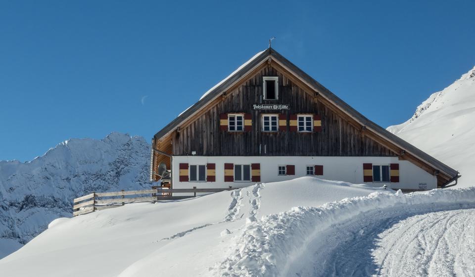 老房子在冬天欧洲的阿尔卑斯山