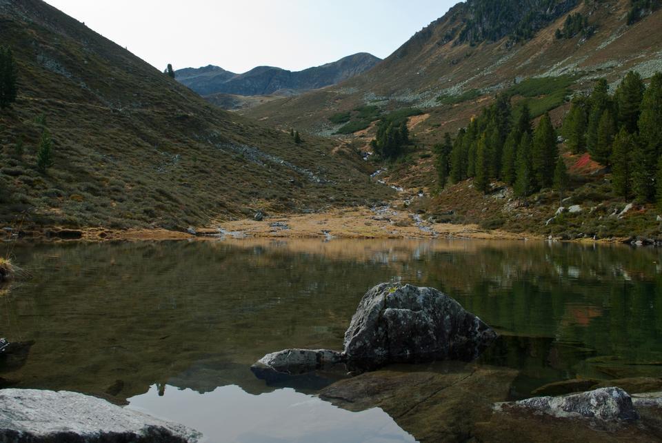 高山湖泊和山脈多洛米蒂