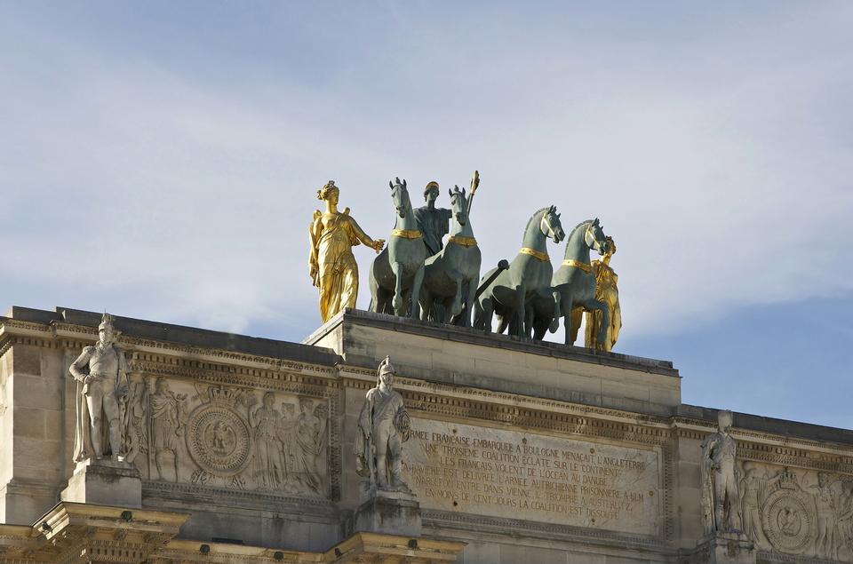 Top figures on the Arc de Triomphe du Carrousel Paris
