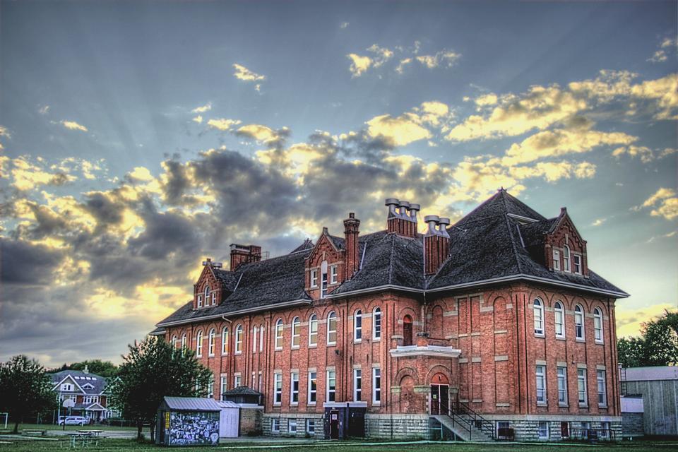 Королева Александра школа в Эдмонтоне, Альберта, Канада