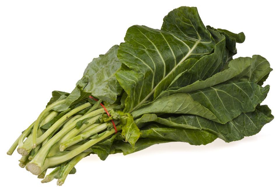 白い背景の上野菜コラードグリーン