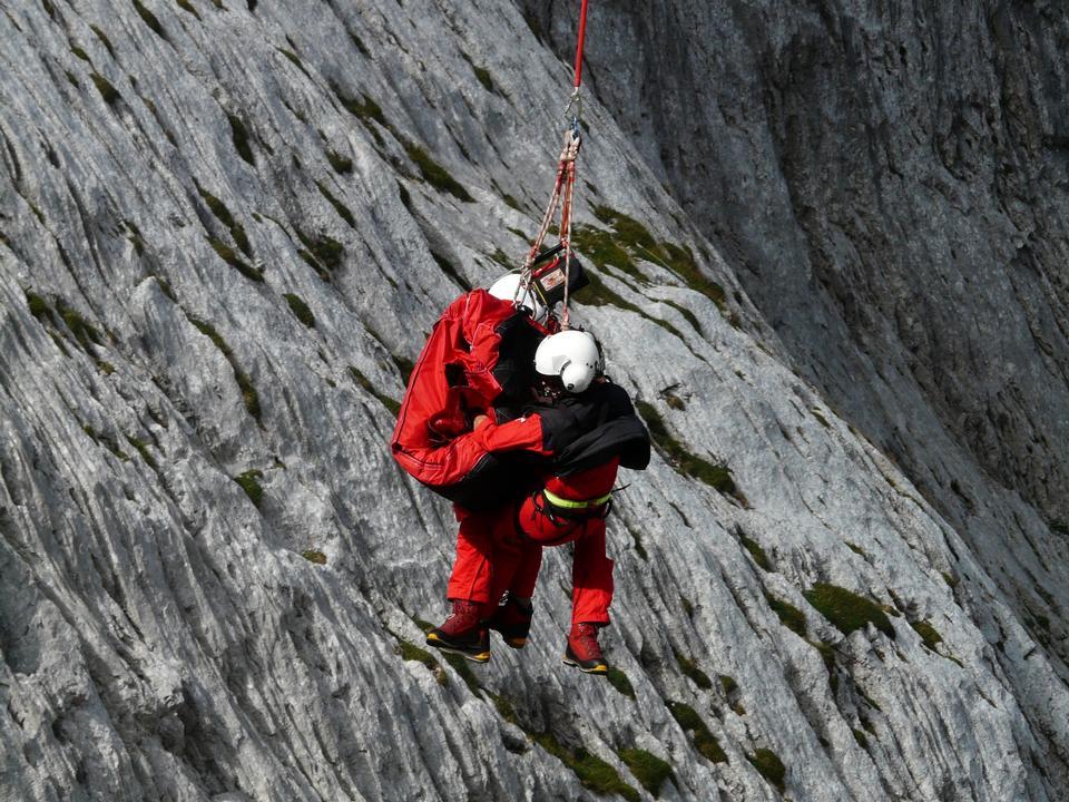 Squadra di salvataggio in montagna