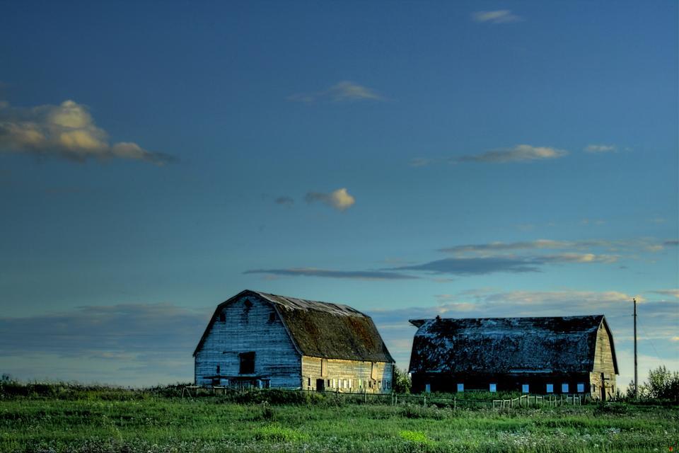 加拿大阿尔伯达省附近农场建筑。