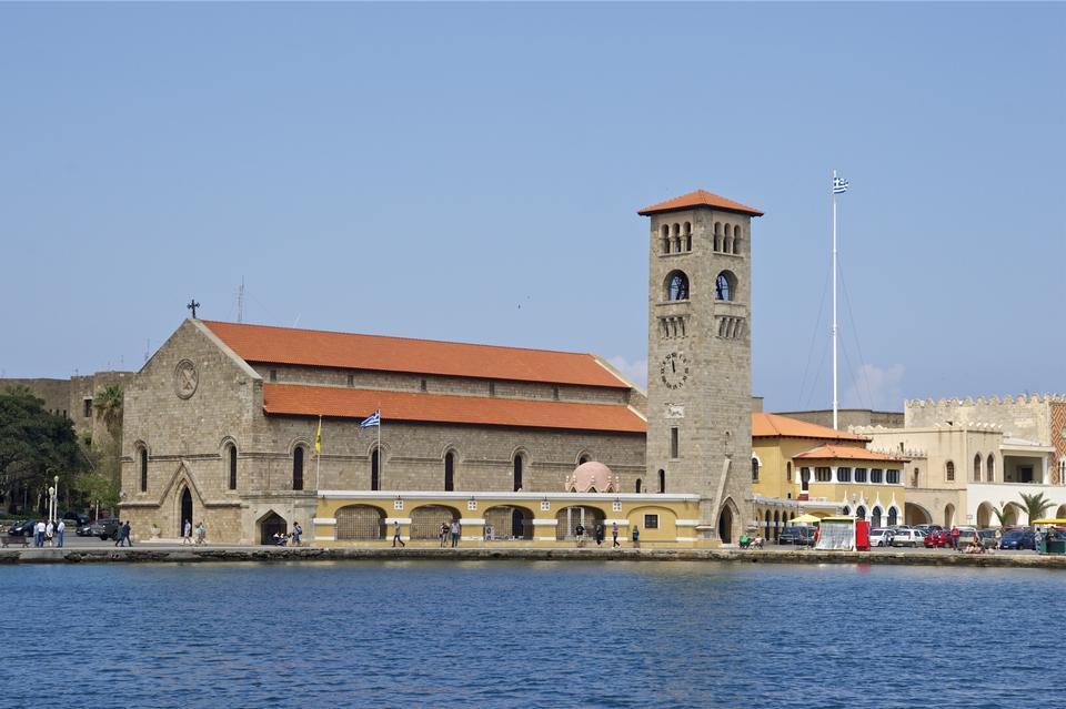 Evangelismos教会在港便是Mandraki希腊罗得岛
