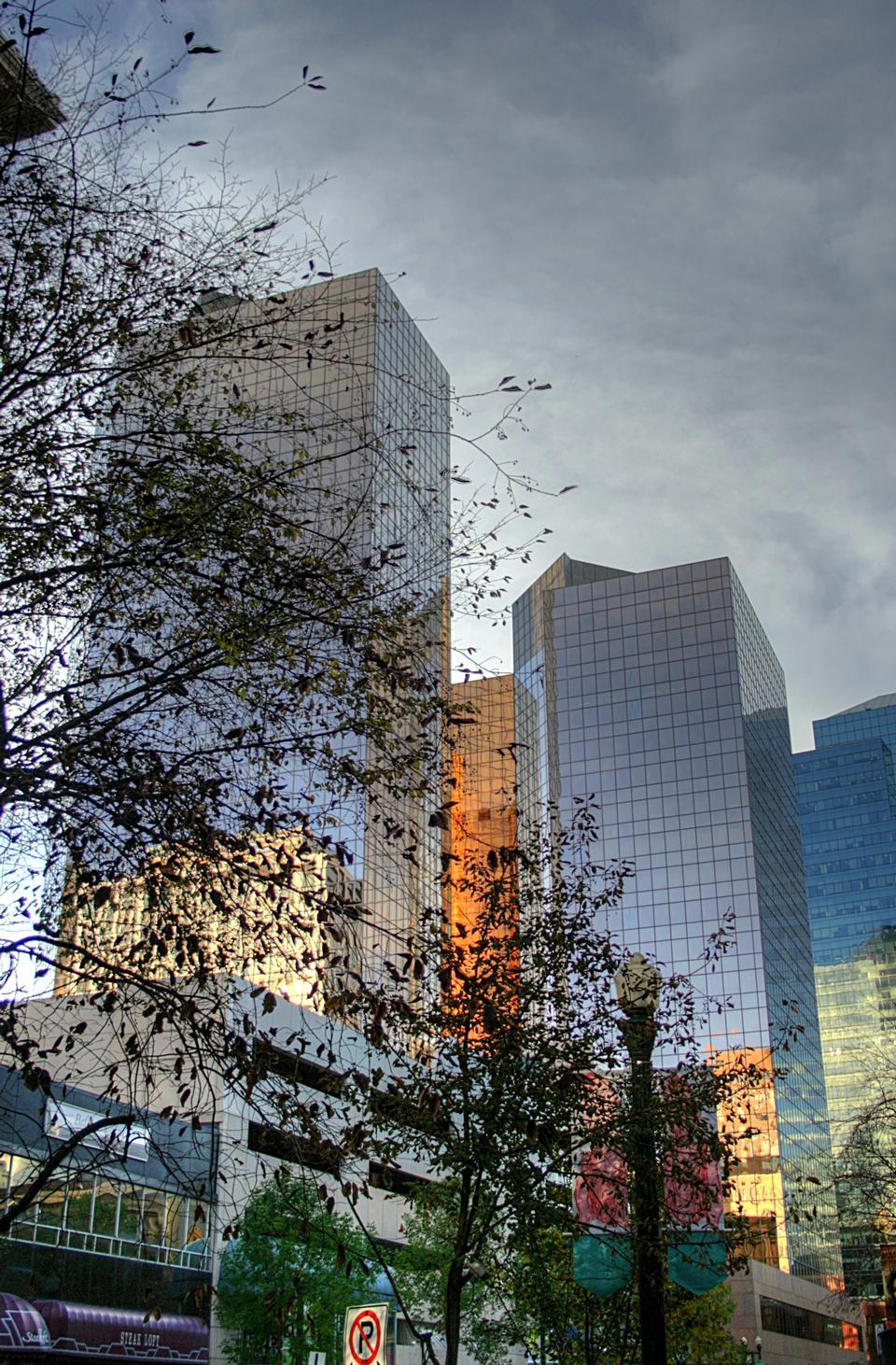 Edificios de oficinas en el centro de Edmonton