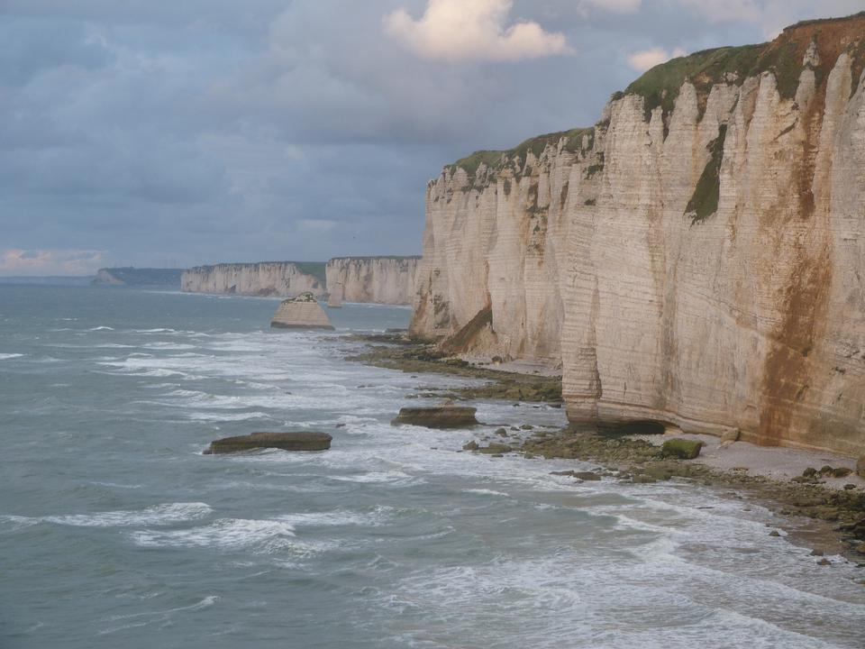 粉筆懸崖科特迪瓦Albatre的。埃特爾塔,法國