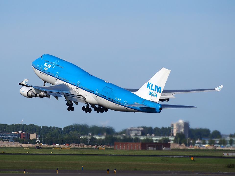 從史基浦機場KLM波音747-400起飛