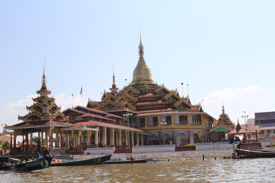 Phaung Daw U Pagoda, Nyaungshwe, Inle Lake, Myanmar, Asia