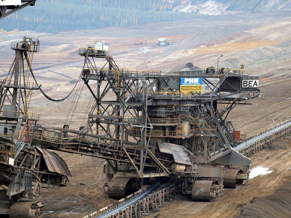 挖掘機挖褐煤(褐煤)