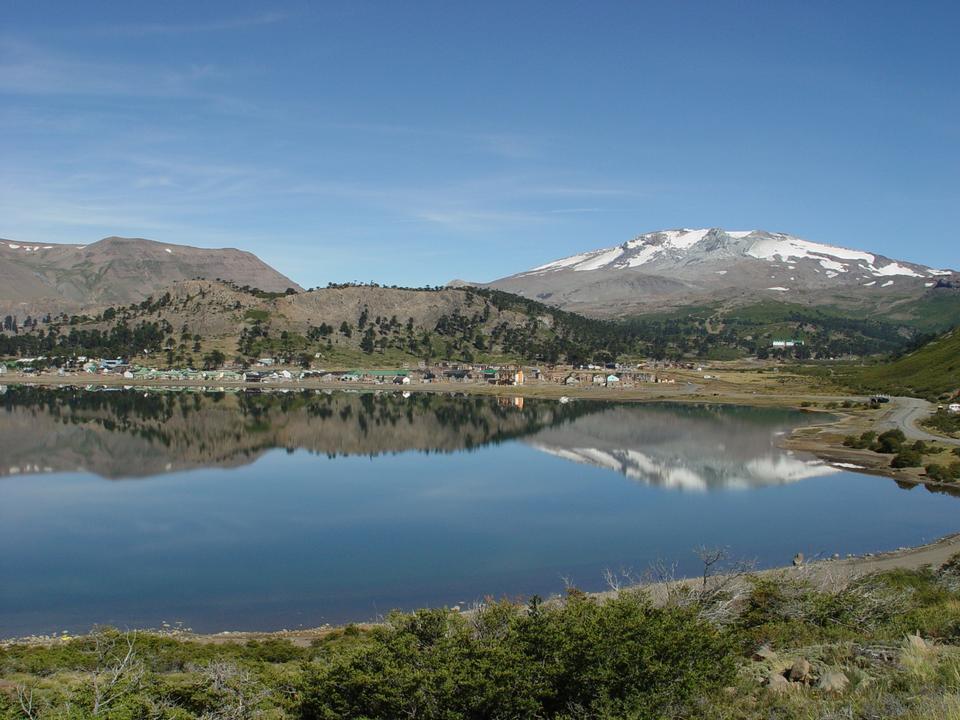 Caviahue lago, Patagonia, Neuqen. Terra di dinosauri