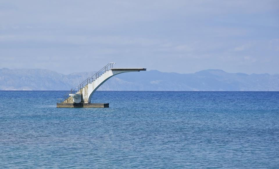 La torre de la primavera en la playa principal de Rodas, Grecia