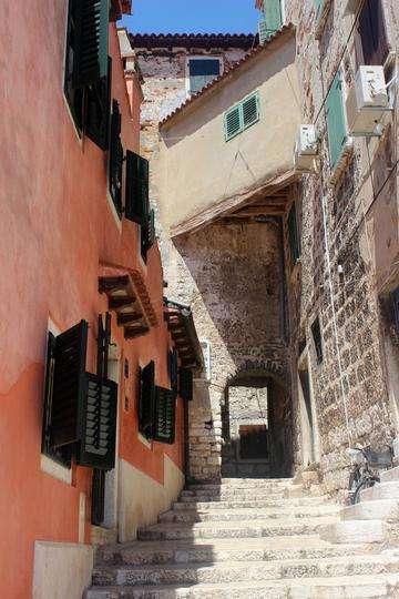 Download grátis imagem de alta resolução - Rua estreita de pedra de Rovinj, Croácia