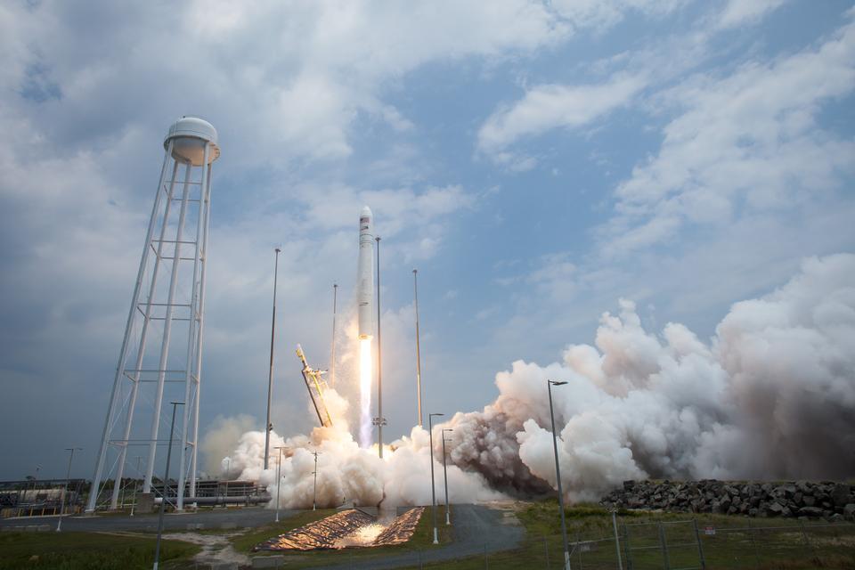 Antares пусков ракет грузов в космической станции