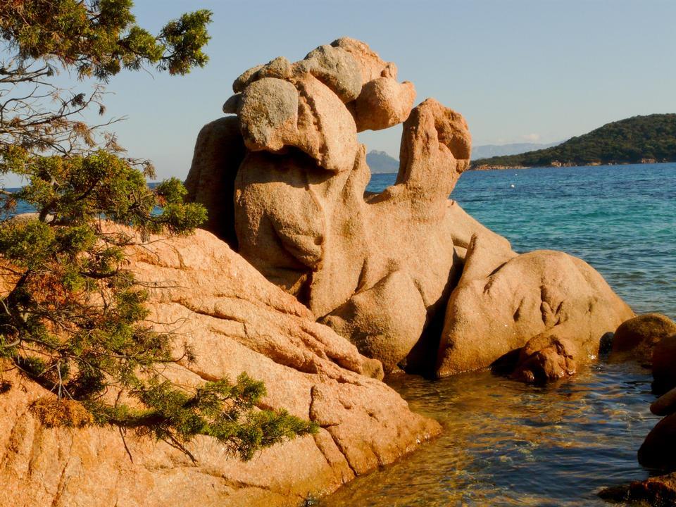 Formaciones rocosas Capo Testa al atardecer en Santa Teresa di Gallura