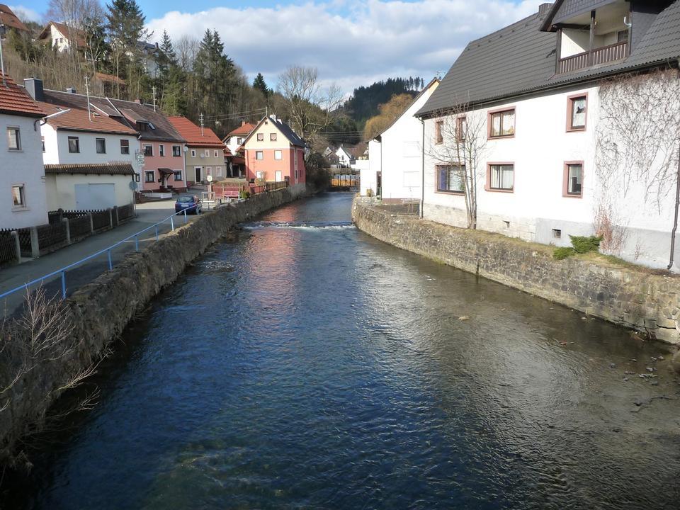 河和桥的小村庄德国