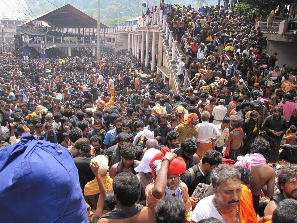 サバリマラ寺院インドでのラッシュ