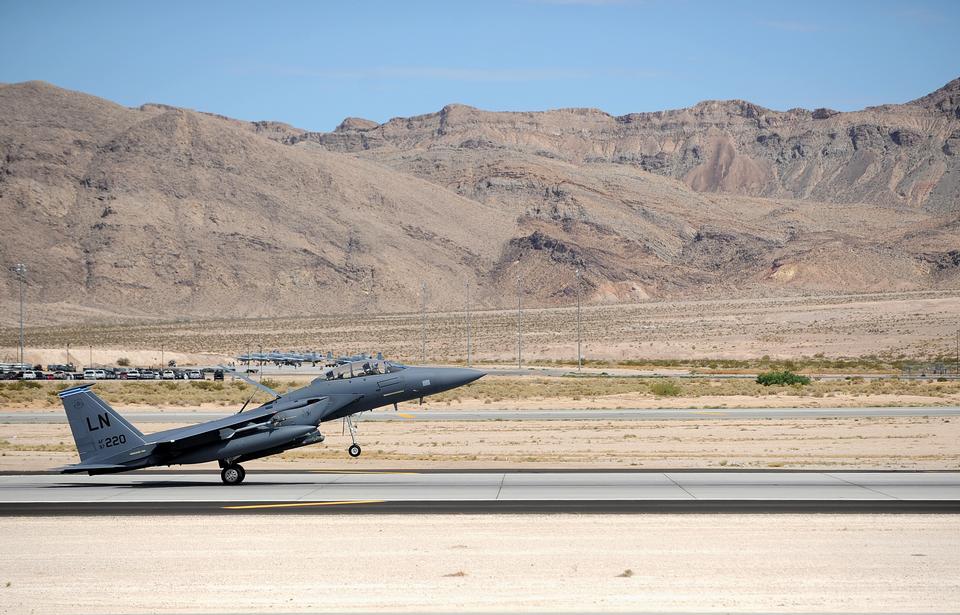 レッドフラッグ中のF-15Eストライクイーグルの土地