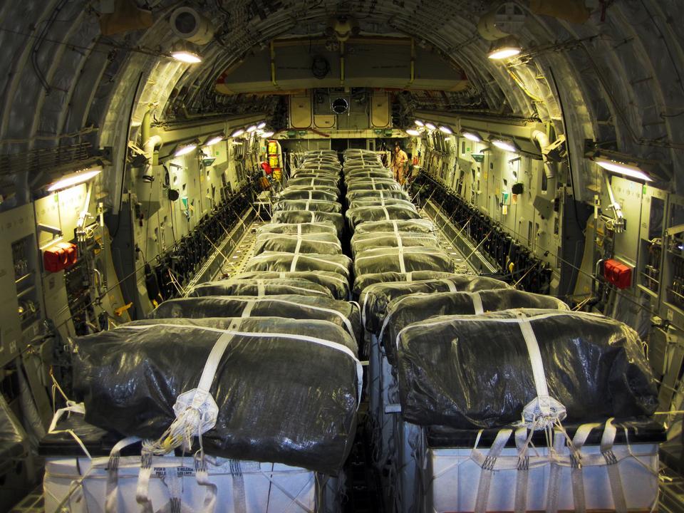 cargado a bordo de una fuerza aérea de Estados Unidos C-17 Globemaster III