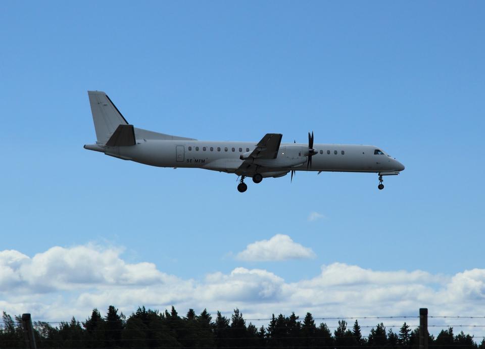 Saab aterrizaje de aeronaves de 2000, sobre la pista de aterrizaje