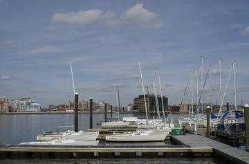 Download grátis imagem de alta resolução - navios ancorados no extremo sul do Inner Harbor, em Baltimore