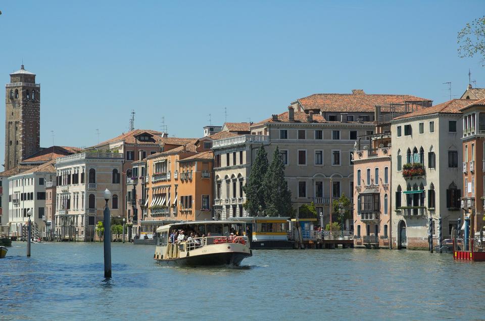 Известный Canal Grande в Венеции, Италия, как видно из Понте