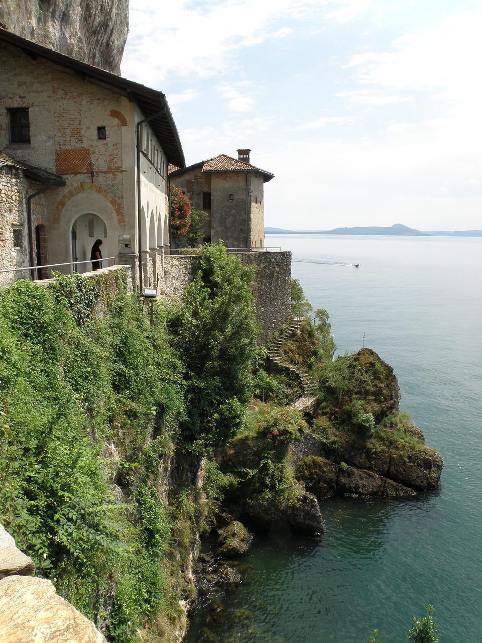 Santa Caterina del Sasso célèbre Hermitage