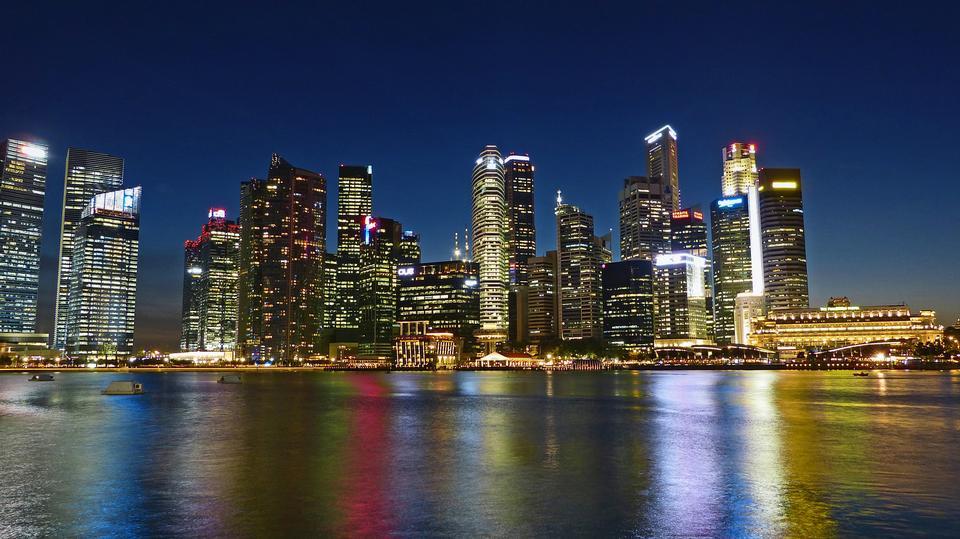 シンガポールの中央ビジネス地区のスカイライン
